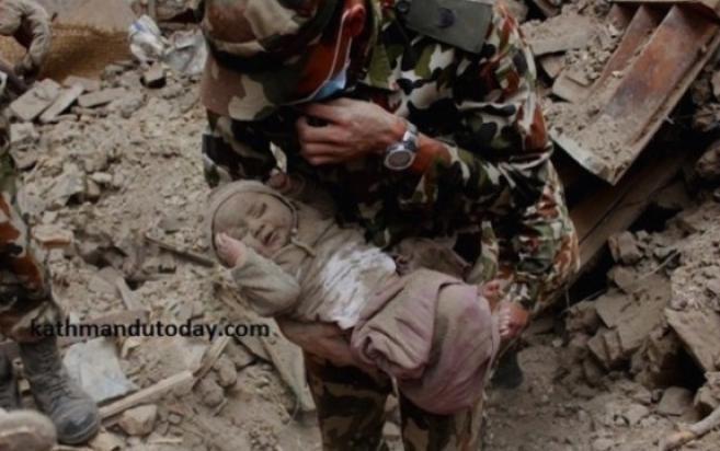 бебето спасено од урнатините