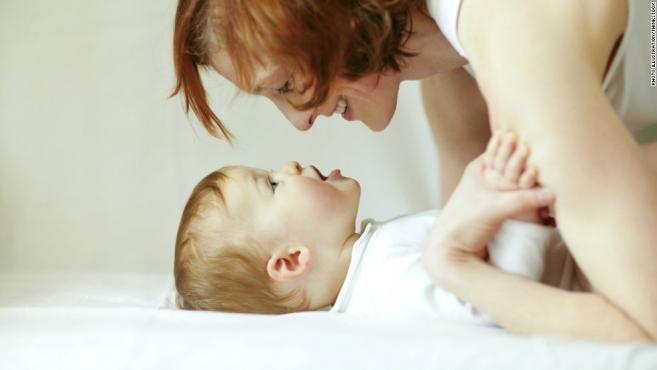 игра со бебето