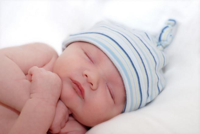 бебе спие