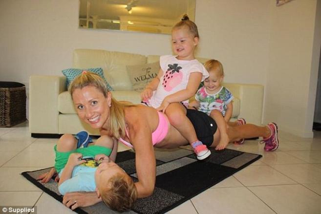 мајката вежба со децата